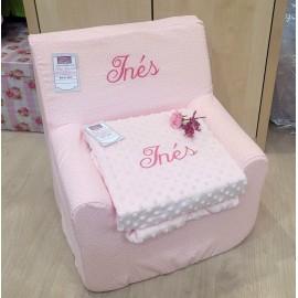 Conjunto con sillón, capa y babero.