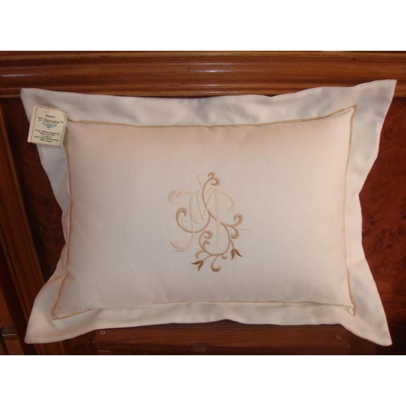 Almohada decorativa bordada con iniciales o nombre